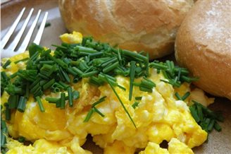 Record-breaking breakfast uses 6,000 eggs