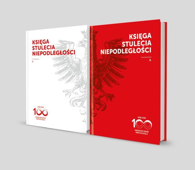 Два тома «Книги Столетия Независимости», изданной Фондом «Центр Карта».