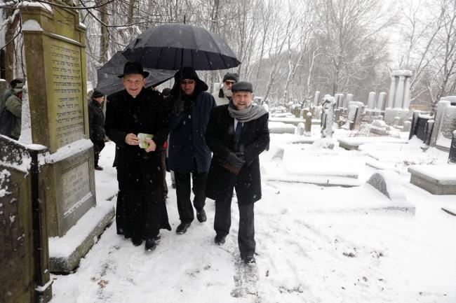 Rabbi Michael Schudrich and Bishop Rafał Markowski at the Jewish cemetery in Warsaw. Photo: PAP/Tomasz Gzell.