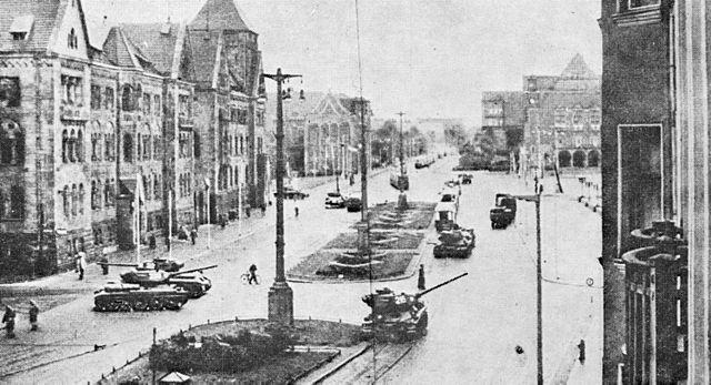 Танкі ў Познані, выведзены на вуліцу супраць пратэстоўцаў, чэрвень 1956 г.
