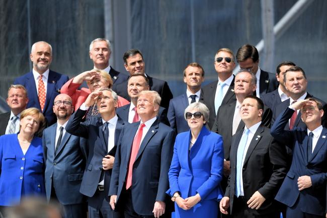 Главы государств - участников саммита НАТО в Брюсселе (11-12.07. 2018) позируют для традиционного family photo.