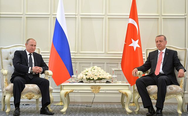 Президент Турции Реджеп Тайип Эрдоган (справа) и президент России Владимир Путин (слева) на встрече в Баку 13 июня 2015 года