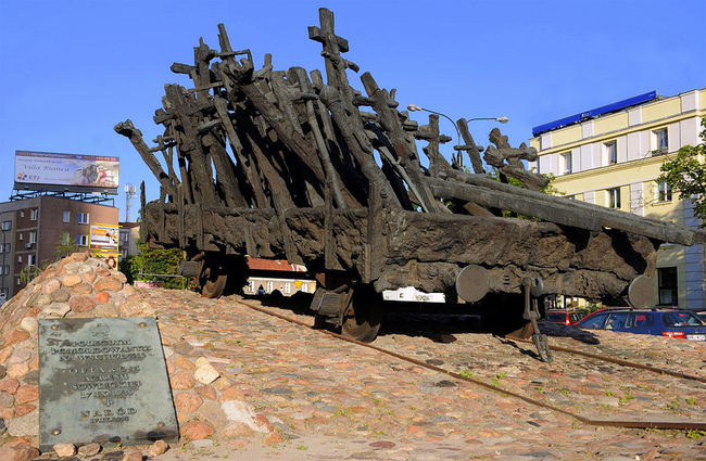 Warsaw's Monument to the Fallen and Murdered in the East, which commemorates victims of Soviet aggression who were deported to labour camps in the Soviet Union. Photo: wikimedia commons/cezary p