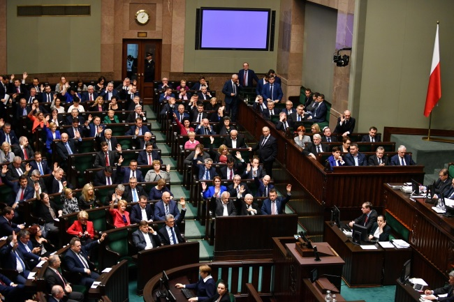 Polish MPs vote in the Sejm, the lower house of parliament, in Warsaw on Friday. Photo: PAP/Bartłomiej Zborowski