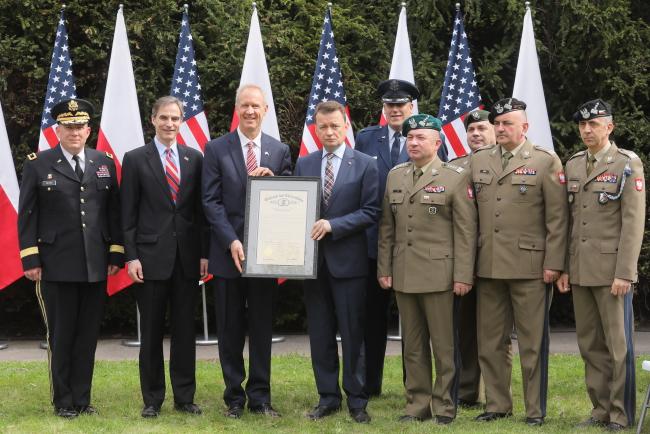Міністр національної оборони Польщі Маріуш Блащак, посла США в Польщі Пол Джонс і губернатора штату Іллінойс Брюс Раунер
