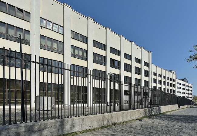 The Warsaw headquarters of the Polish Security Printing Works. Photo: Adrian Grycuk CC BY-SA 3.0 pl (https://creativecommons.org/licenses/by-sa/3.0/pl/deed.en), via Wikimedia Commons