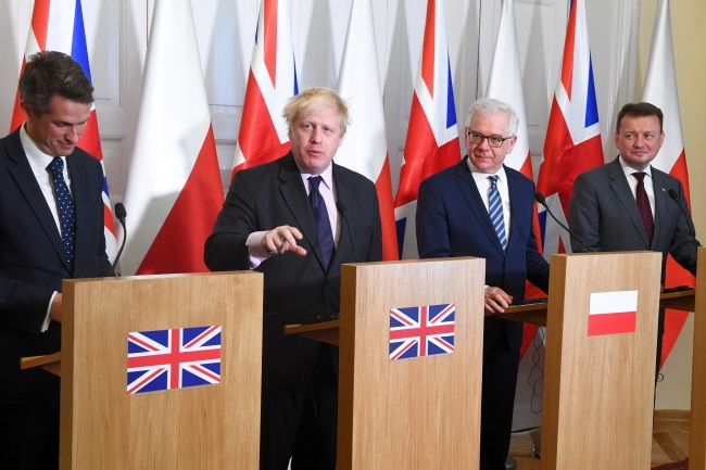 Poland's Defence Minister Mariusz Błaszczak (right) and Foreign Minister Jacek Czaputowicz (2nd from right), and Britain's Defence Secretary Gavin Williamson (left) and Foreign Secretary Boris Johnson (2nd from left) give a joint press conference after talks near Warsaw on Thursday. Photo: PAP/Jacek Turczyk