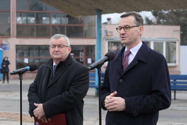 Poland's Prime Minister Mateusz Morawiecki (right) speaks at a joint news conference with Infrastructure Minister Andrzej Adamczyk (left) in the town of Płońsk, north-west of Warsaw, on Wednesday. Photo: PAP/Paweł Supernak