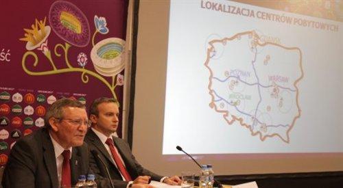 Adam Olkowicz (pierwszy z lewej) na konferencji prasowej