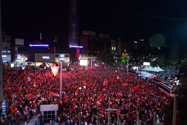 Thousands of people hold Turkish flags during a demonstration against the failed coup army attempt, in Ankara, Turkey, 16 July 2016. Photo: PAP/EPA.