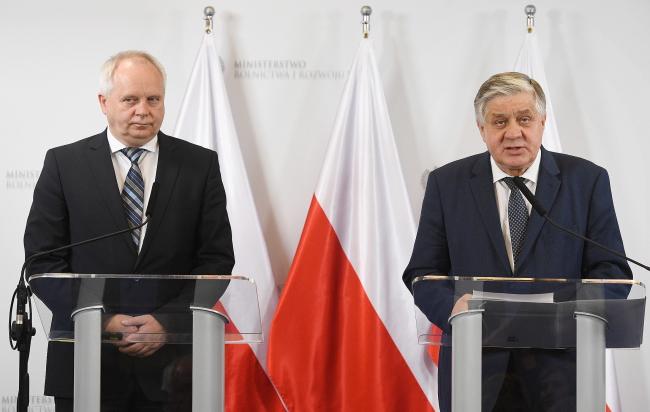 Міністр сільського господарства Кшиштоф Юрґєль (праворуч) та голова Польської асоціації виробників яловичини Єжи Вєжбіцький (ліворуч)
