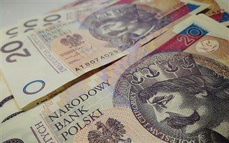Polish salaries soar 6.6% y/y