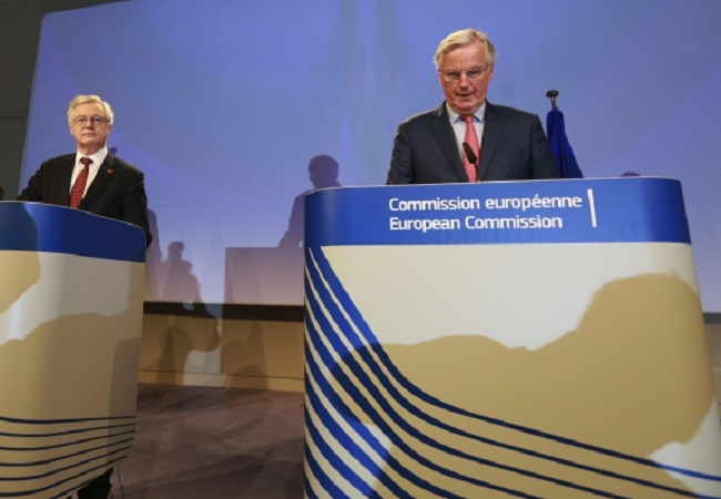 Michel Barnier (right), the EU's chief negotiator, and Britain's Brexit Secretary David Davis, give a press briefing at the end of the sixth round of talks in Brussels on Friday. Photo: EPA/OLIVIER