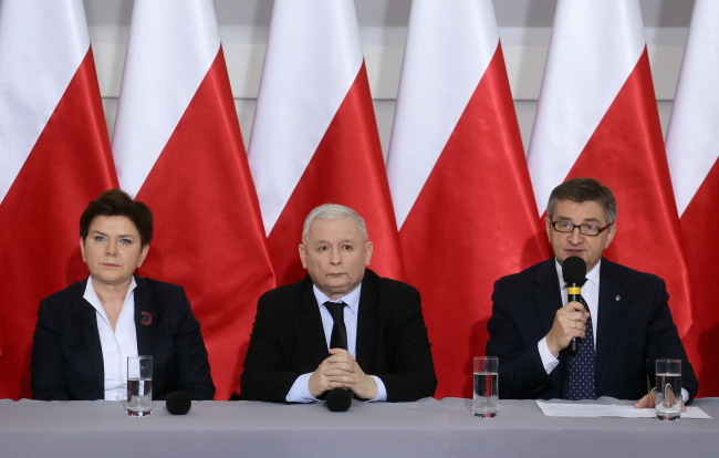 Jarosław Kaczyński (C), Beata Szydło (L), and Marek Kuchciński (R) addressed a press conference on Wednesday. Photo: PAP/Paweł Supernak