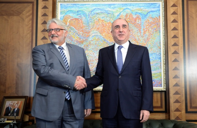 Polish FM Witold Waszczykowski (left) and his Azerbaijani counterpart Elmar Mammadyarov meet in Baku on Wednesday. Photo: PAP/Jacek Turczyk