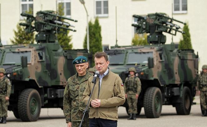 Министр обороны Польши Мариуш Блащак и командир 15-го Годапского полка ПВО Славомир Койло.