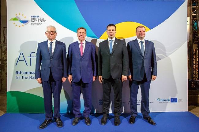 Poland's Foreign Minister Jacek Czaputowicz (left) and the prime ministers of Latvia, Estonia and Lithuania -- Māris Kučinskis, Jüri Ratas and Saulius Skvernelis -- during a meeting in Tallinn on Monday. Photo: msz.gov.pl