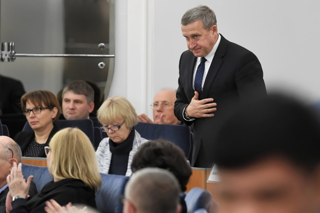 Посол України в Польщі Андрій Дещиця на засіданні Сенату, який прийняв резолюцію, присвячену 85-м роковинам Голодомору в Україні