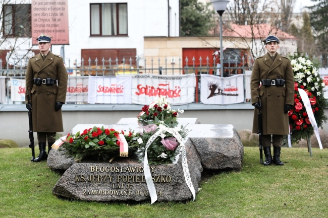 Flowers are placed at the grave of Father Jerzy Popiełuszko, a Catholic killed by communist-era secret police, as Poland marks the anniversary of the 1981 declaration of martial law. Photo: PAP/Tomasz Gzell