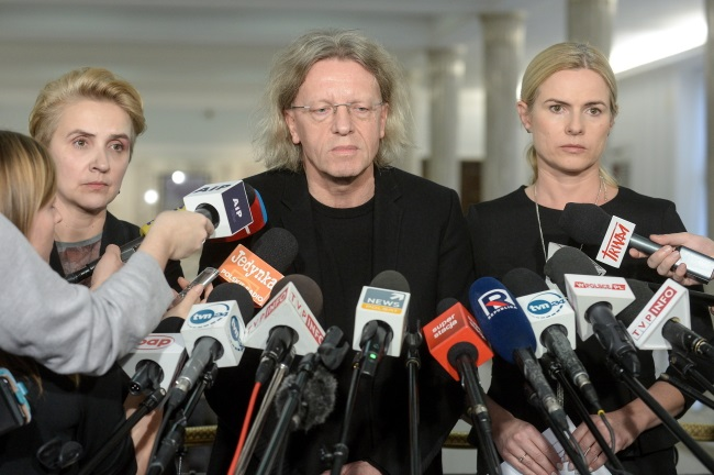 Joanna Scheuring-Wielgus, Krzysztof Mieszkowski and Joanna Schmidt, MPs with Poland's liberal opposition Nowoczesna (Modern) party, announce they are suspending their membership of the party's parliamentary caucus at a press conference in Warsaw on Thursday. Photo: PAP/Marcin Obara