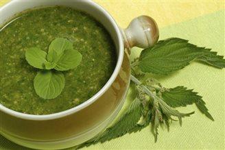Кухня: суп з маладой крапівы