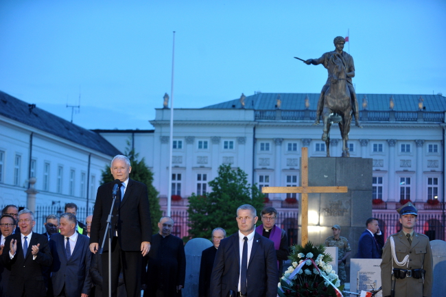 Jarosław Kaczyński speaks at the March of Remebrance. Photo: PAP/Marcin Obara.