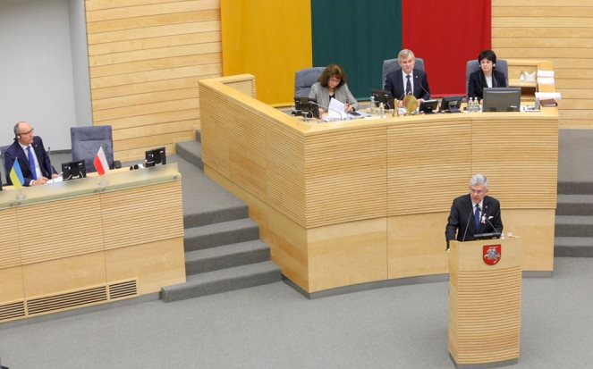 Спікер Сенату Польщі Станіслав Карчевський під час виступу у литовському парламенті