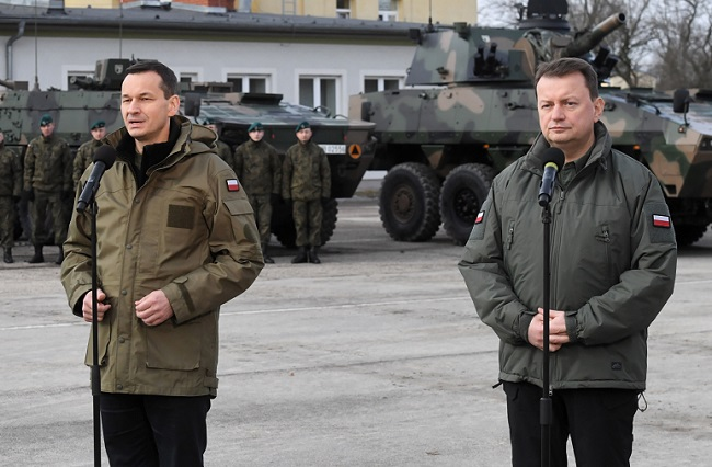 Prime Minister Mateusz Morawiecki and Defence Minister Mariusz Błaszczak during a news conference on Sunday. Photo: PAP/Piotr Nowak