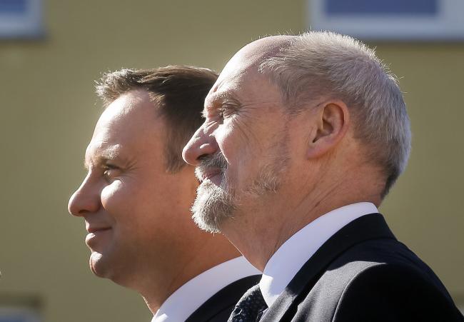 President Andrzej Duda (left) and Defence Minister Antoni Macierewicz. Photo: PAP/Paweł Supernak
