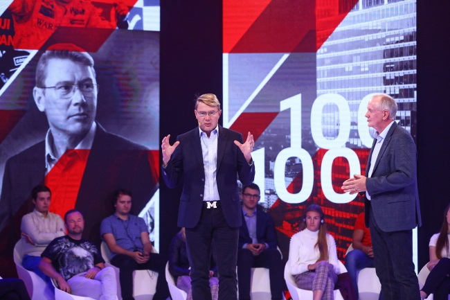 "Former Finnish Formula 1 driver Mika Häkkinen (centre) and British author, public speaker and media commentator Mark Gallagher (right) during the launch of the ""100x100"" promotional campaign in Warsaw on Monday. Photo: PAP/Rafał Guz"