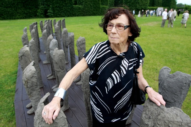 Magdalena Abakonowicz, pictured in 2010 next to one of her sculptures. Photo: PAP/Tomasz Gzell
