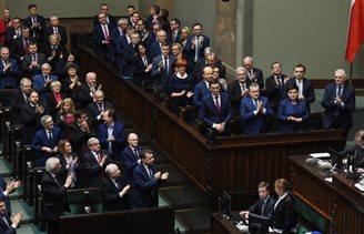 Сейм проголосовал за вотум доверия премьеру Моравецкому