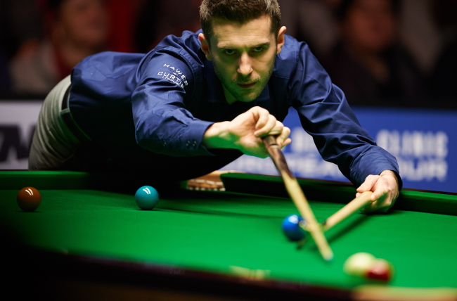 Mark Selby in action during Sunday's final of the Gdynia Open. Photo: PAP/Adam Warzawa