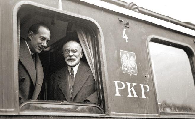 Józef Beck i francuski minister spraw zagranicznych Louis Barthou w oknie wagonu na dworcu w Krakowie w 1934 r.