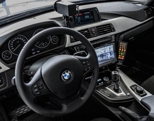 Так выглядае салён BMW 330i xDrive дарожнай паліцыі Польшчы