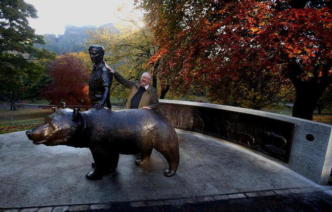 Sculptor Allan Beattie Heriot with the bronze statue of Wojtek the bear. Photo: Wojtek Memorial Trust