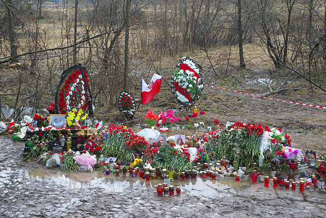 Flowers at the site of the crash in 2010. Photo: Wikimedia Commons