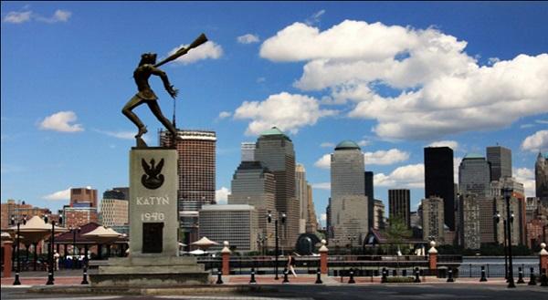Катынский памятник в Нью-Йорке