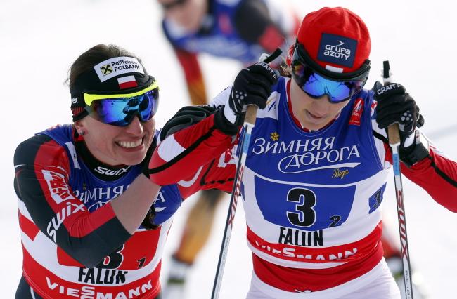 Justyna Kowalczyk (L) and Sylwia Jaśkowiec celebrate their bronze victory at Falun, 22.02.2015 Photo: PAP/Grzegorz Momot