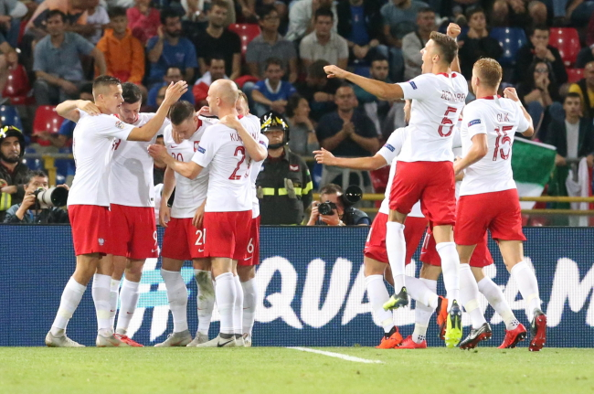 Poland players celebrate after pulling 1-0 ahead of Italy. Photo: EPA/GIORGIO BENVENUTI
