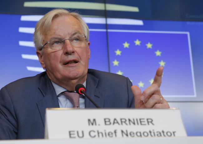 Переговорщик Европейского союза по брекситу Мишель Барнье выступает на пресс-конференции после Совета по общим вопросам в Люксембурге