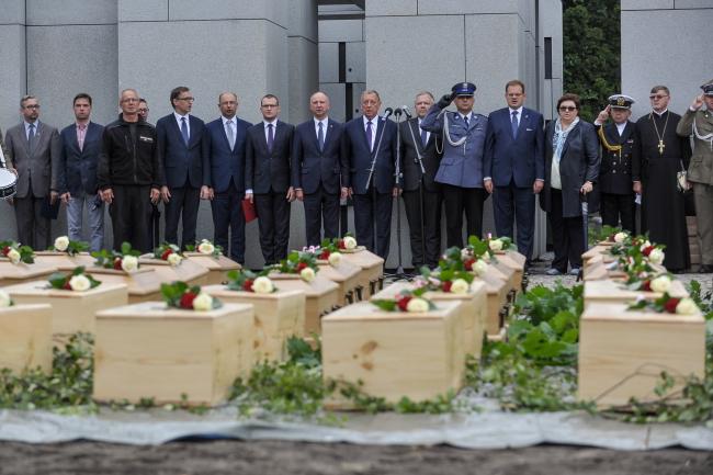 У врочистому перепохованні жертв комуністичних злочинів взяли участь представники Канцелярії президента, уряду та державних установ
