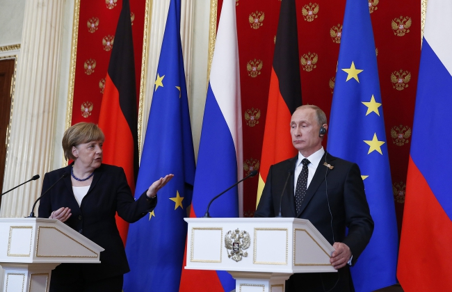 Chancellor of Germany Angela Merkel (L) and President of the Russian Federation Vladimir Putin, Moscow. Photo: EPA/SERGEI ILNITSKY