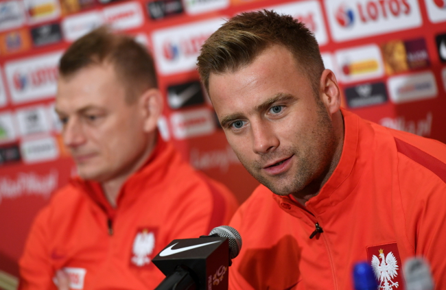 The Polish national squad's deputy coach Bogdan Zając and goalie Artur Boruc. Photo: PAP/Bartłomiej Zborowski.