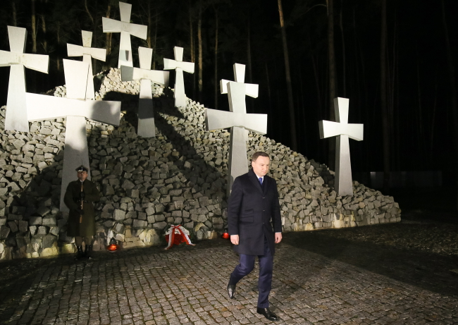 President Andrzej Duda at the Polish war cemetery in Bykivnia, near Kiev. Photo: PAP/Paweł Supernak