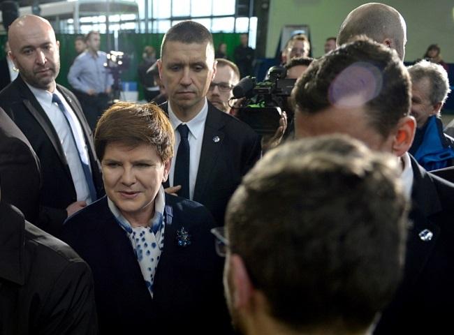 PM Beata Szydło (centre). Photo: PAP/Darek Delmanowicz