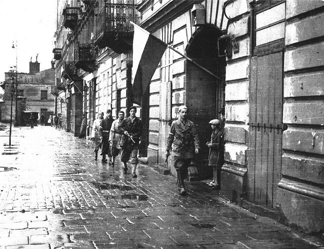 Паўстанцы на вуліцах Варшавы