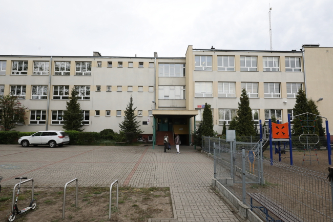 A 15-year-old boy fatally stabbed his classmate at a primary school with junior high school units at Warsaw's Wawer district on Friday. Photo: PAP/Paweł Supernak