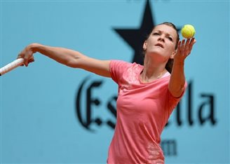 Poland's Radwańska into semi-finals at New Haven