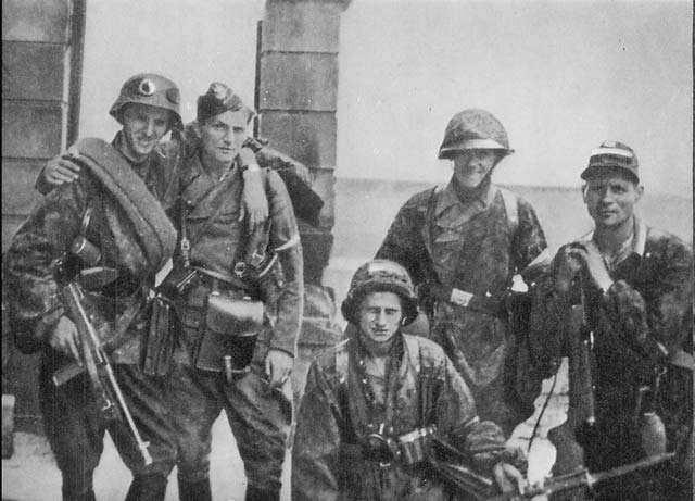 Варшавські повстанці. серпень 1944